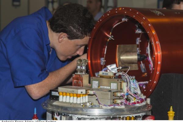 Revista Aerovisão destaca alguns dos projetos de ciência e tecnologia que a FAB levará para a LAAD