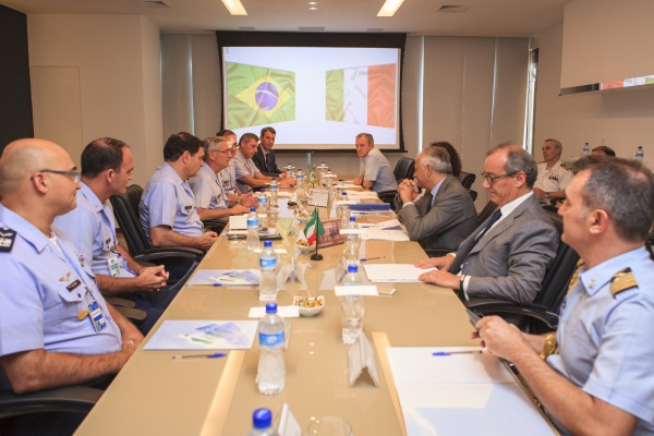 Brasil e Itália debatem sobre possível parceria