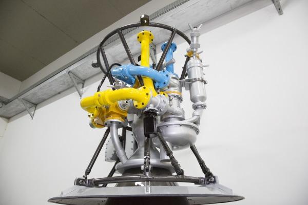 Concebido para impulsionar veículos espaciais, projeto que usa etanol finalizou primeira etapa de testes de câmara de combustão na Alemanha