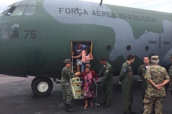 Mais de 90 moradores de Trujillo agradecem ajuda da Força Aérea