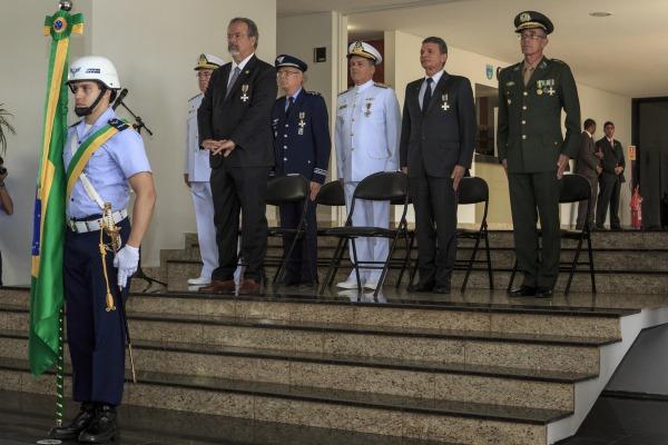 Defesa também realizou solenidade de imposição da comenda em Brasília