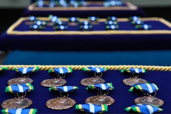 As cerimônias militares foram marcadas pela imposição da Medalha Bartolomeu de Gusmão