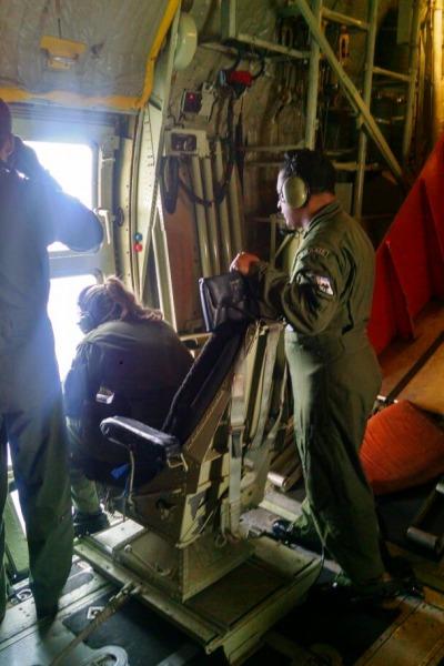 Militares fazendo observação