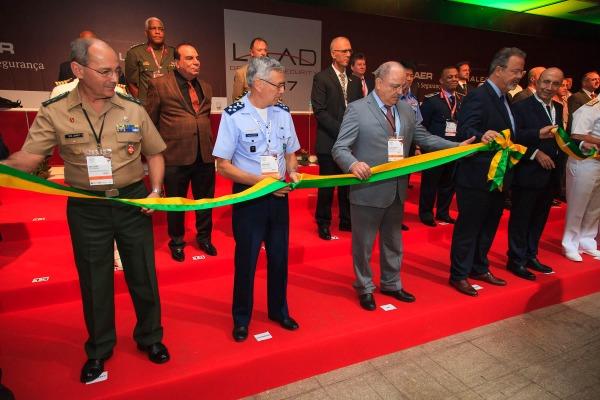 Raul Jungmann afirmou que projetos estratégicos das Forças Armadas concentram maior investimento e inovação da pasta