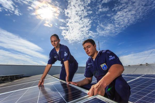 Estudo conduzido por engenheiros eletricistas em 95% das organizações militares do Comando da Aeronáutica indica que geração de energia sustentável pode reduzir o valor das faturas de energia elétrica