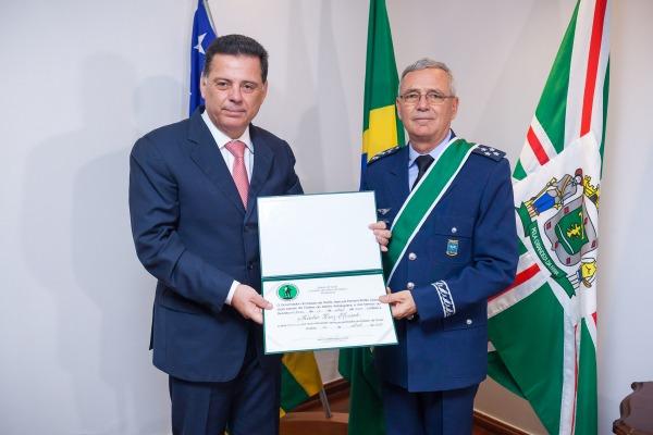 O governador Marconi Perillo e Comandante da Aeronáutica