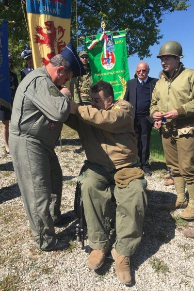 Historiador italiano entrega medalha a oficiais da FAB