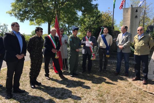 Ministro da Defesa e Ministro Chefe do Gabinete de Segurança Institucional visitaram o Monumento do Tenente Cordeiro, em Pianoro