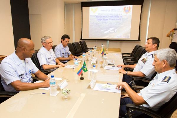 Audiência entre Comandante da Aeronáutica e Comandante da Força Aérea Colombiana