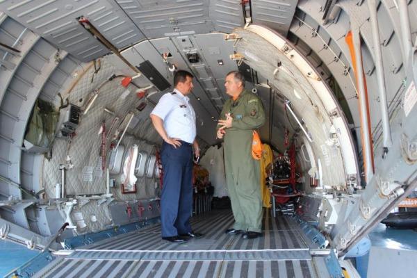 General colombiano conhece aeronave C-105 Amazonas operada pela FAB