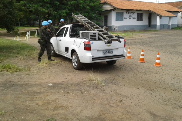Cadetes de infantaria simulam tropa em Operação da Manutenção da Paz