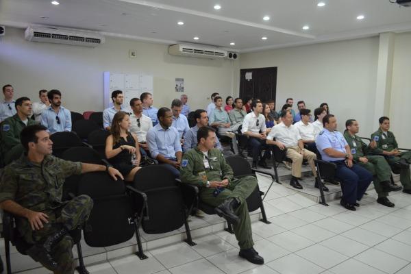 Visita faz parte da formação dos futuros defensores da soberania brasileira no exterior