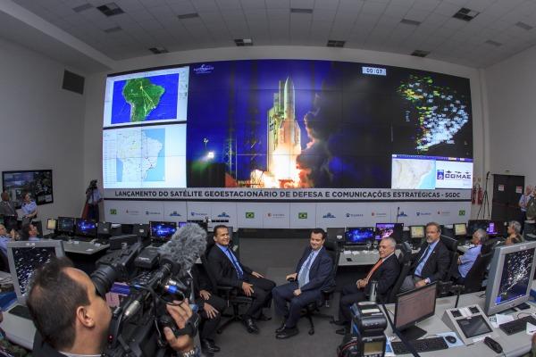 Lançamento foi acompanhado em tempo real por autoridades nas dependências do Comando de Operações Aeroespaciais