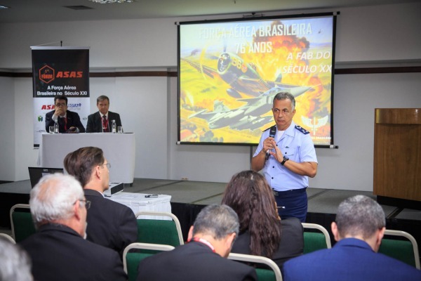 Iniciativa da revista Asas reuniu militares, representantes da área da indústria de defesa e profissionais de comunicação