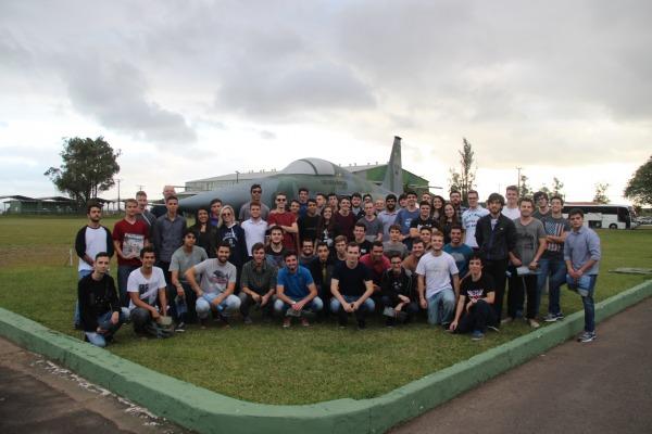 61 alunos do 1º semestre de Ciências Aeronáuticas da PUC/RS