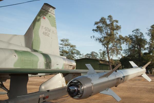 Os voos de ensaio servem para verificar a integridade estrutural do caça