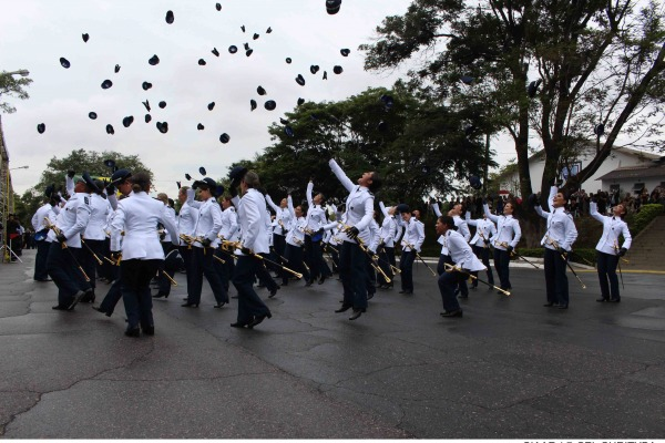 Tradicional evento de entrega de espadas marca nomeação de 91 novos militares