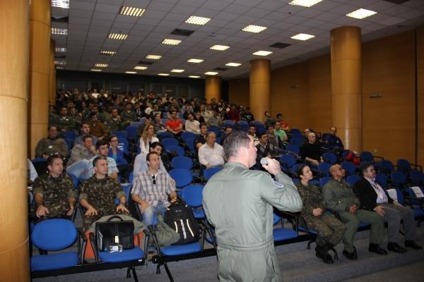 Evento foca no aprimoramento do instrutor de voo e na melhoria da instrução