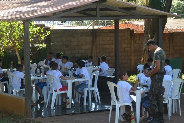 Cerca de 400 crianças participam do programa na Ala 2