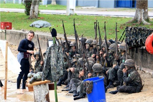 Um dos objetivos foi adaptar os alunos ao terreno e a situações de combate