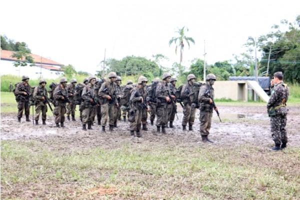 Alunos do Exército realizam treinamento na BAFL