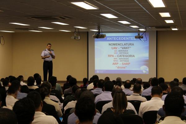Foram discutidos temas como a mudança nas legislações e a manutenção das aeronaves