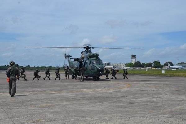Militares do EB embarcam para o treinamento no H-36
