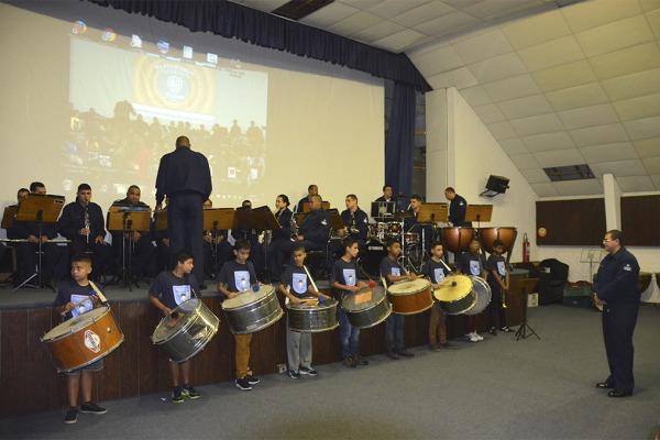 A apresentação foi acompanhada pela Banda da Ala 13