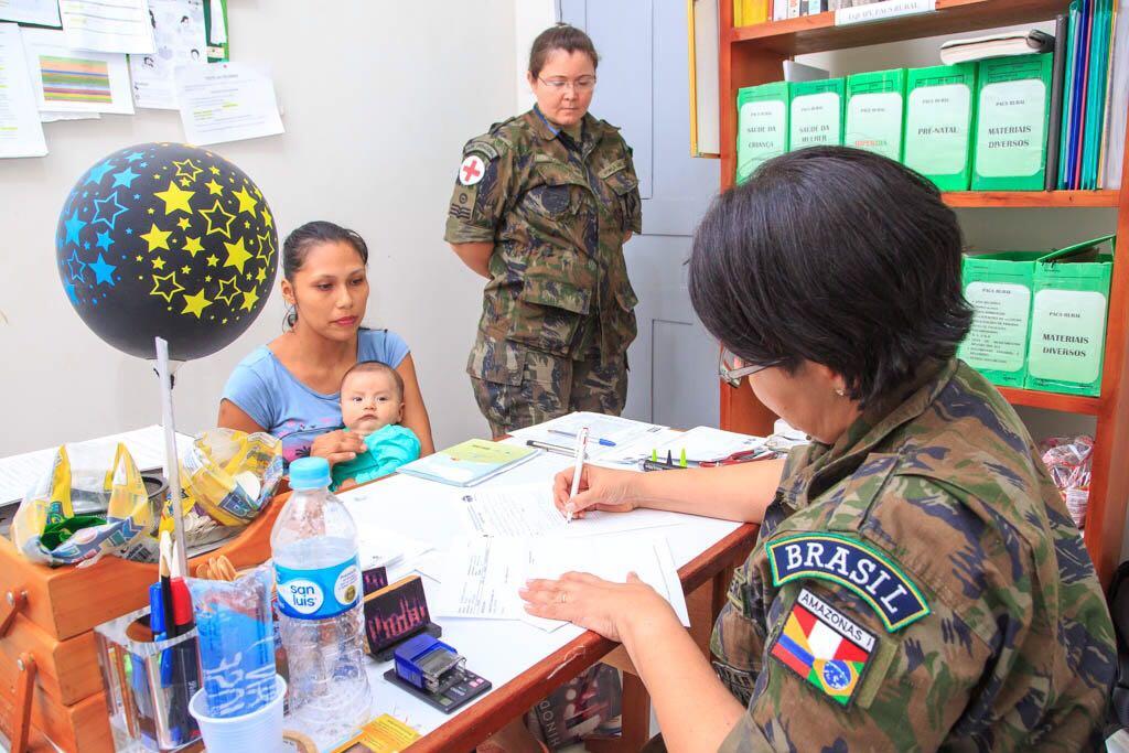Moradores da cidade de Islândia, no Peru, também receberam atendimento médico