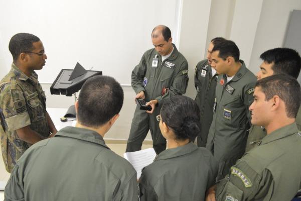 A formação incluiu militares da Marinha e do Exército