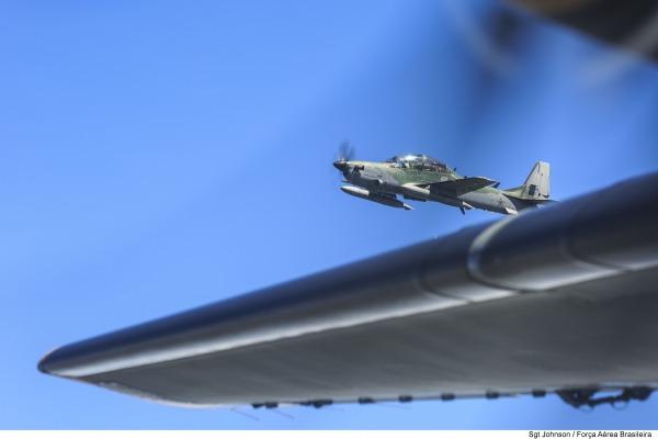 A-29 se aproxima para averiguação