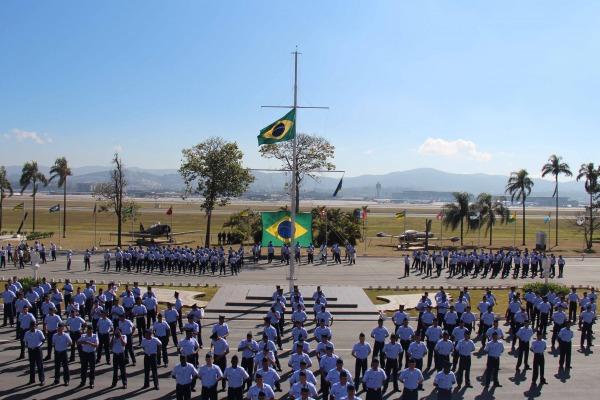 O Soldado cumpre um ano de trabalho na Organização Militar, podendo, após análise comportamental, ser engajado ao efetivo