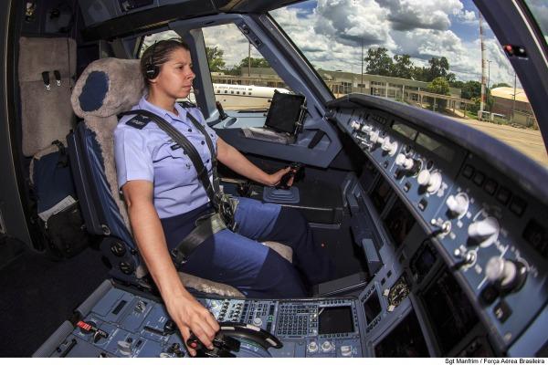Capitão Carla é da primeira turma de aviadoras da FAB/Sgt Manfrim