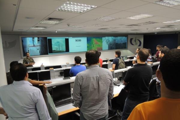 Os estudantes conheceram cada setor técnico operacional do CLA