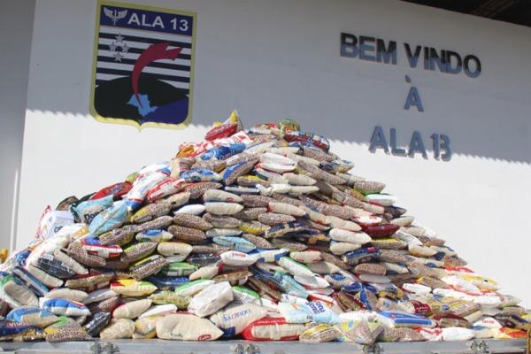 Na Ala 13, uma festa julina arrecadou 1,5 ton de alimentos; no Instituto de Estudos Avançados, houve campanha do agasalho