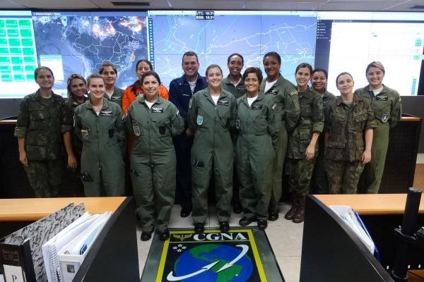 Uma das atividades foi a visita ao Centro de Gerenciamento de Navegação Aérea