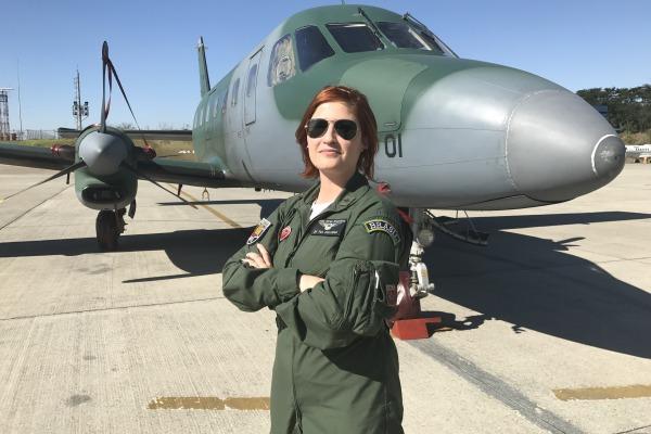 Tenente Juliana, comandante da aeronave