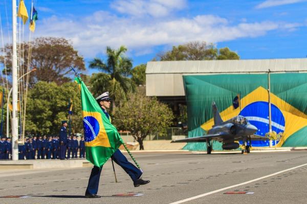 Cerimônia Militar marcou 144º aniversário de Alberto Santos-Dumont