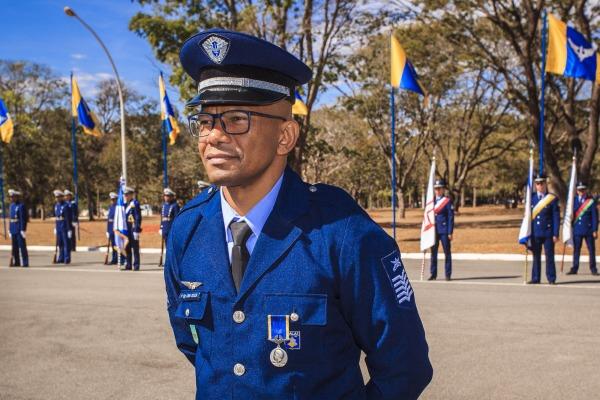 Sargento José Carlos Lima de Souza, agraciado com a Medalha Mérito Santos-Dumont