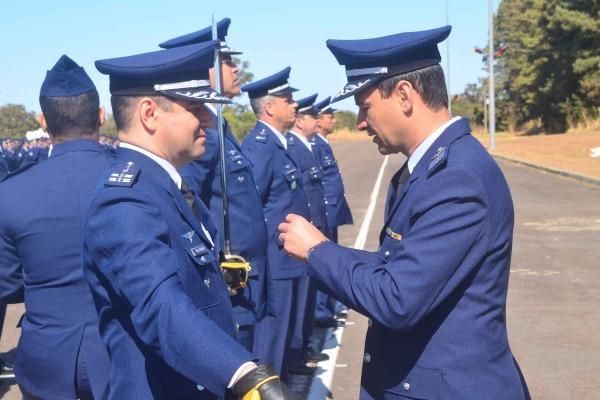 Imposição de medalha na Ala 2, em Anápolis