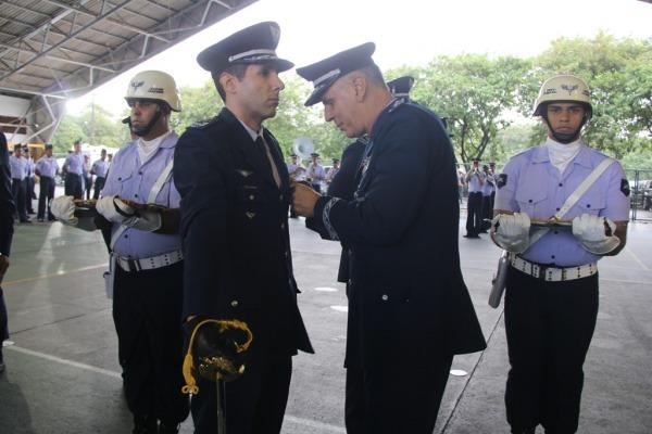Entrega da Medalha Santos-Dumont na Ala 15, em Recife (PE)
