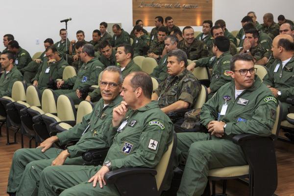 Alunos do CCEM em aula.