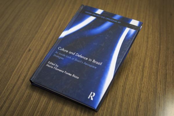 Organização de livro em parceria internacional.