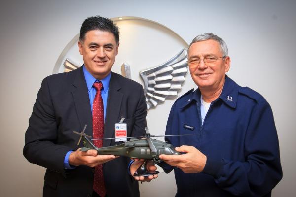 Representantes da fabricante da aeronave estiveram no Gabiente do Comandante da Aeronáutica