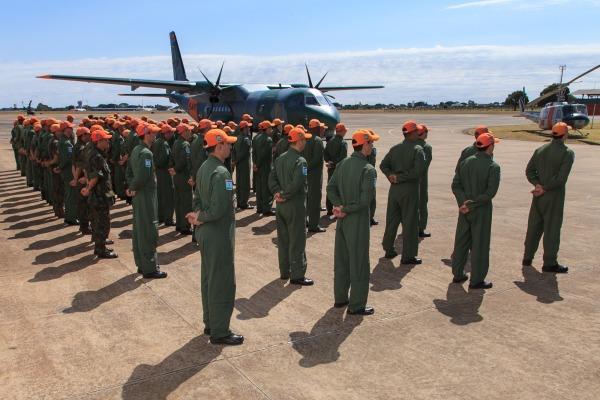 Militares do Esquadrão de Busca e Salvamento na solenidade