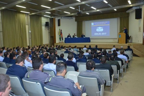 O público-alvo do simpósio foram os pilotos, engenheiros, técnicos, tripulantes, professores e universitários