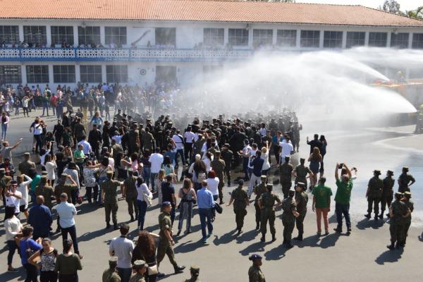 Ao todo, 150 alunos passaram pelo tradicional Banho do Bicho