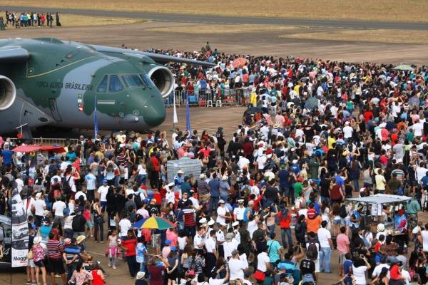 Cerca de 60 mil pessoas participaram do Domingo Aéreo