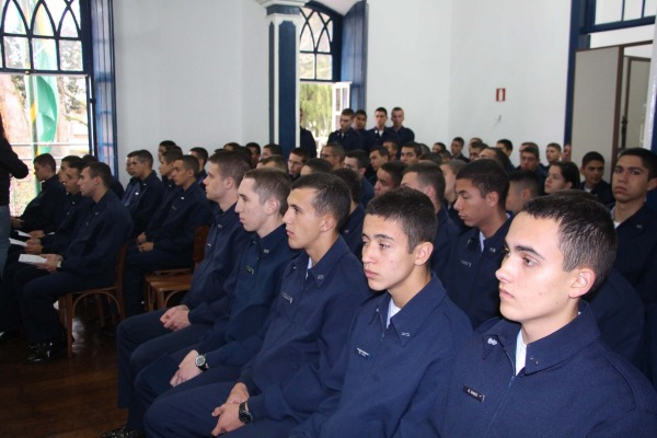 No total, 76 alunos da EPCAR participaram da visita