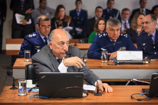 Senador Pedro Chaves durante debate na Comissão